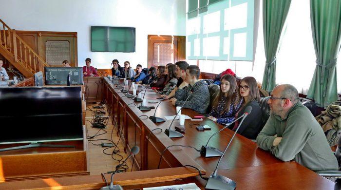 Dialog structurat cu tinerii
